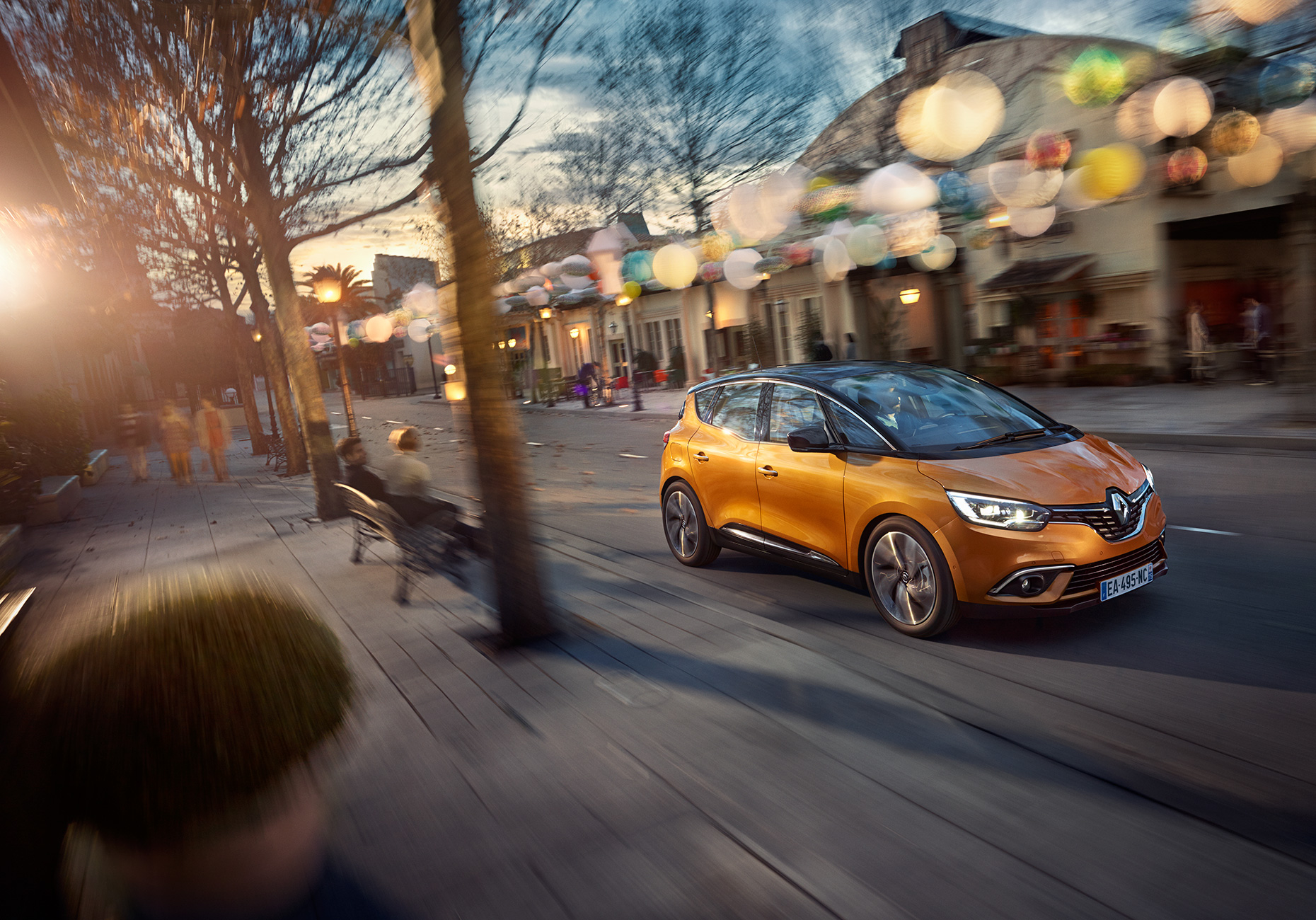 1275_renault_scenic_dynamic_34front