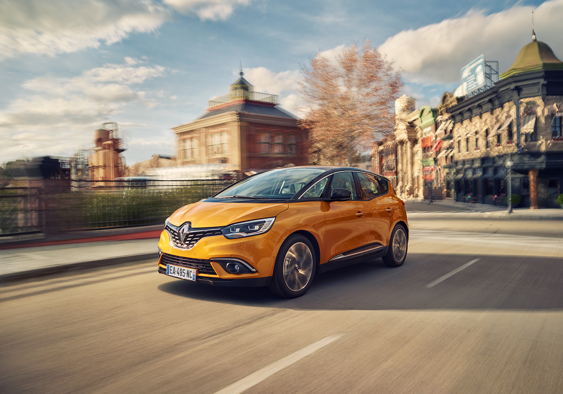 1278_renault_scenic_hybrid_assistant_34front